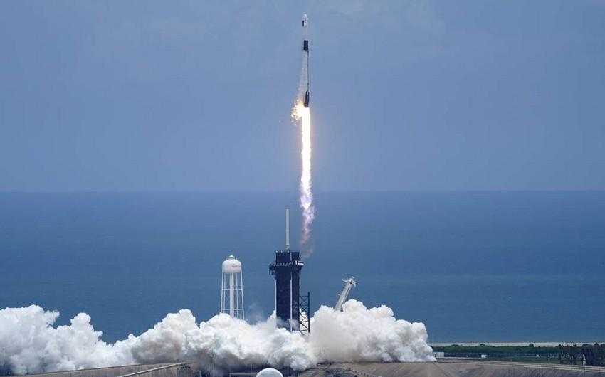 """""""Falcon 9"""" daşıyıcı raketi """"Dragon"""" yük gəmisi ilə Beynəlxalq Kosmik Stansiyaya start götürüb"""