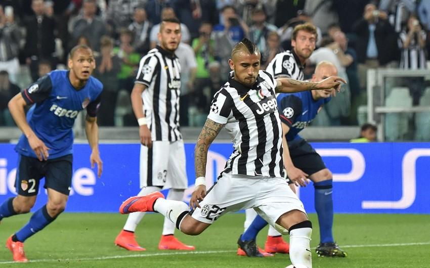 В первых двух матчах 1/4 финала Лиги чемпионов по футболу был забит всего один мяч