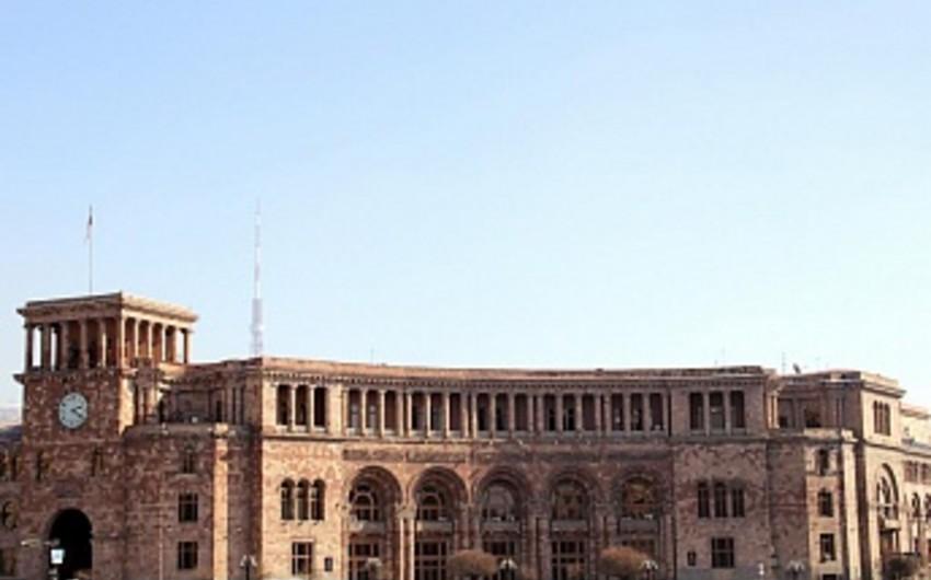 Ermənistanda üç nazir müavini tutduqları vəzifələrindən azad edilib