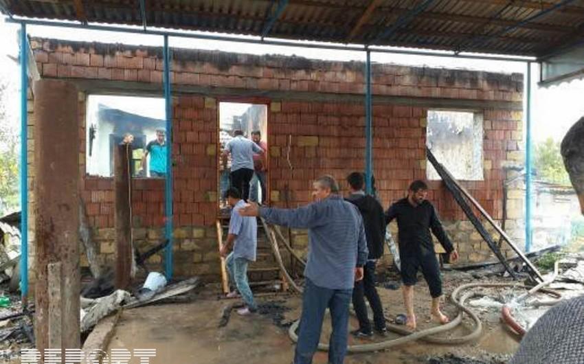 В Сабирабаде загорелся частный дом, один человек отравился дымом - ФОТО