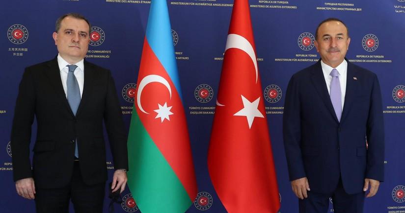 Ceyhun Bayramov Mövlud Çavuşoğlu ilə danışdı: Dəstəyimiz, dualarımız sizinlədir, qardaş Türkiyə!