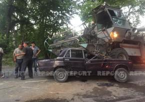 Oğuzda avtomobilkombayna çırpılıb, sürücü ağır xəsarət alıb - FOTO