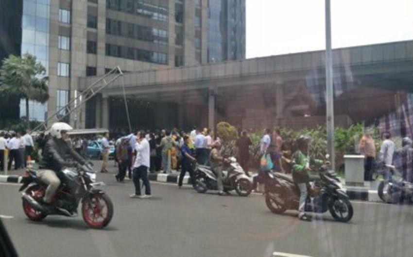 Cakartada Fond Birjasının binası uçub, 75 nəfər xəsarət alıb - VİDEO - YENİLƏNİB