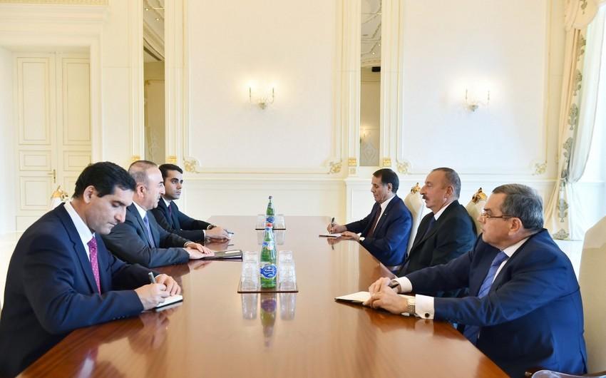 Президент Ильхам Алиев принял министра иностранных дел Турции