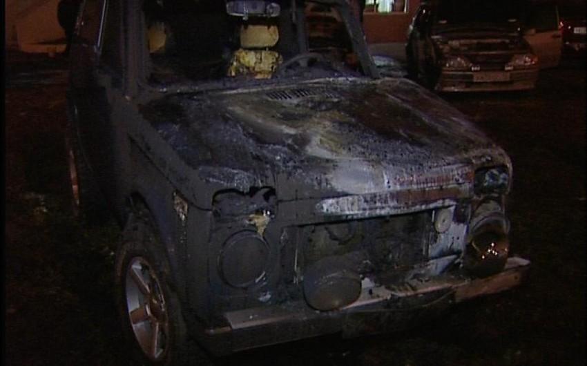 Paytaxtın Sabunçu rayonunda minik avtomobili yanıb