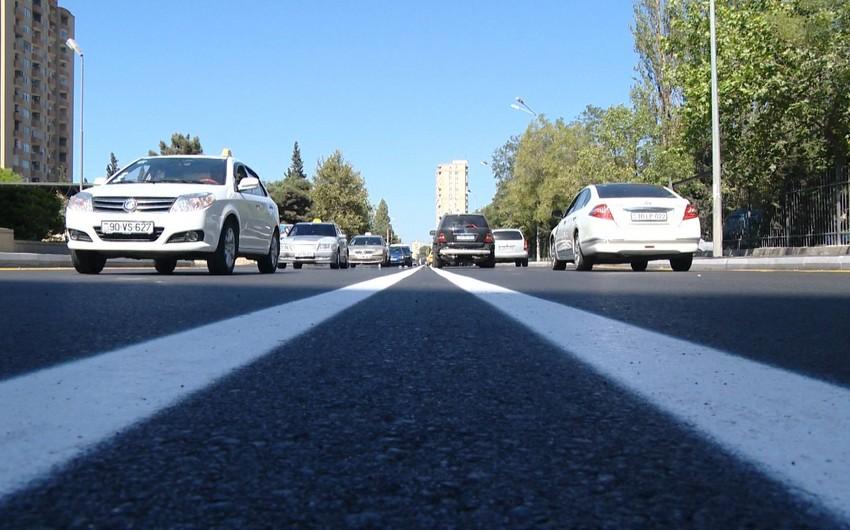 На центральных дорогах Баку ограничено движение транспорта