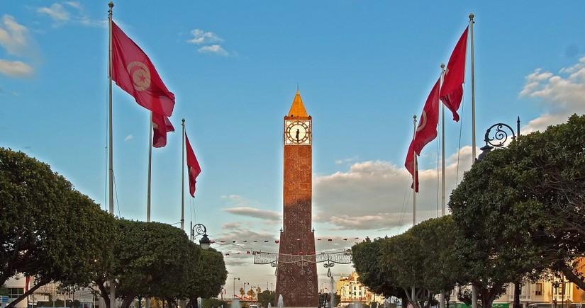 В Туниса продлен режим чрезвычайного положения