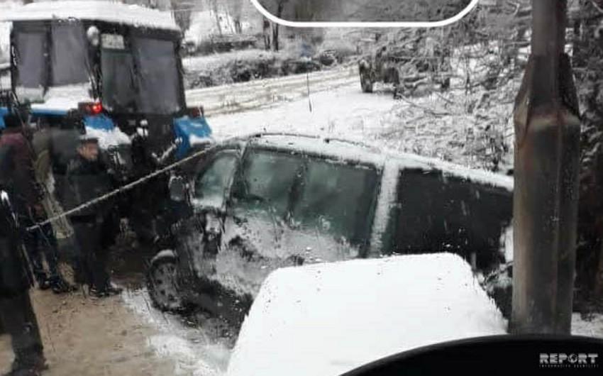 В Джалилабаде автомобиль съехал в водоканал - ФОТО