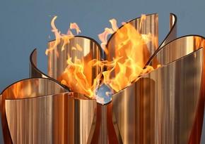 Участник эстафеты олимпийского огня пробежал участок с погасшим факелом