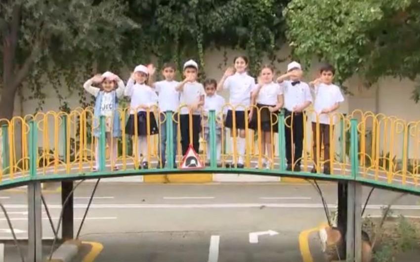 Uşaqlar sürücülərə müraciət edib - VİDEO