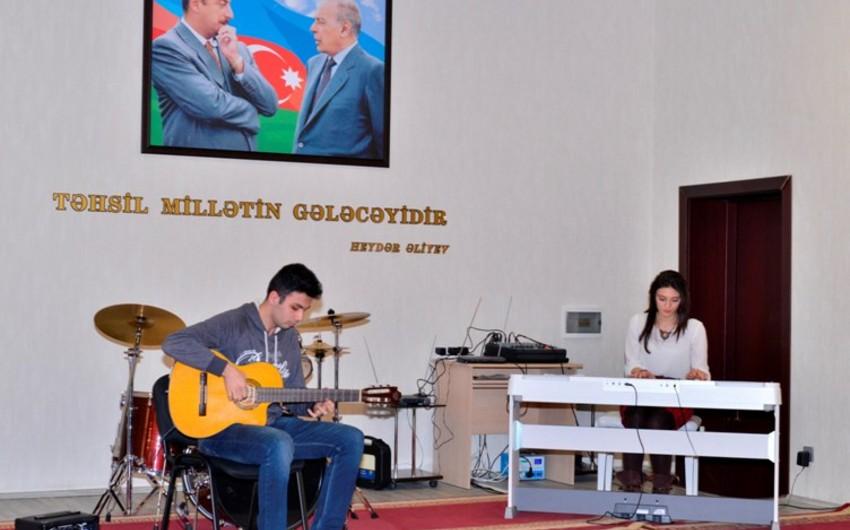 Bakı Ali Neft Məktəbində Novruz bayramı qeyd olunub