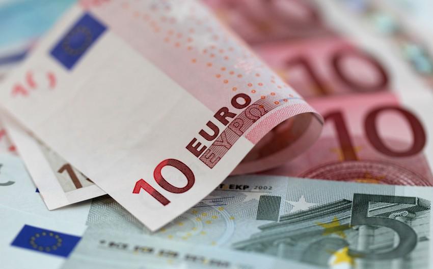 Курс евро на мировом рынке продолжает падать