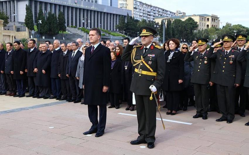 Сотрудники посольства Турции в Азербайджане почтили память шехидов