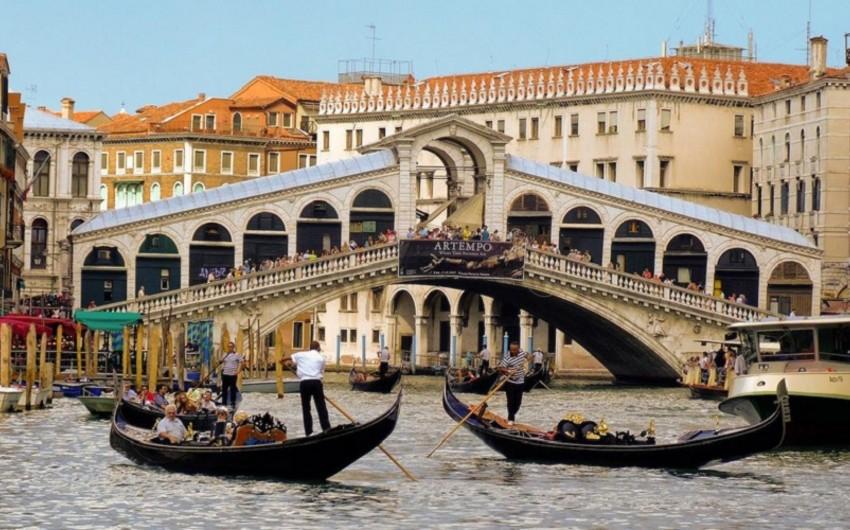 Venesiyada fast-food restoranların açılmasına qadağa qoyulub