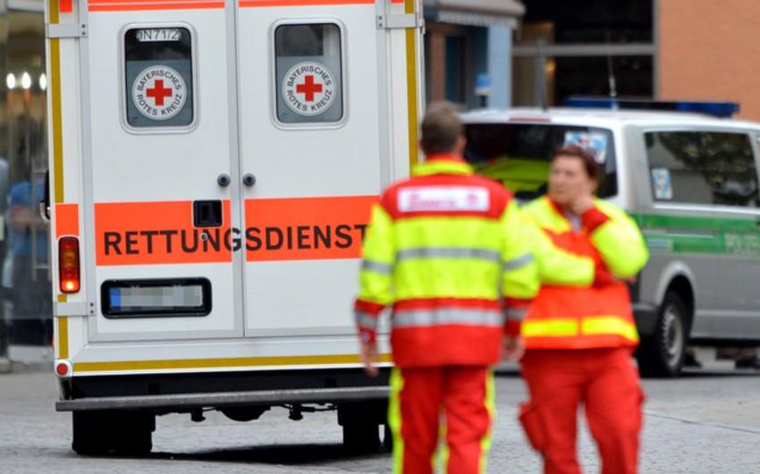 Almaniyada avtobus hava limanının uçuş sahəsində qəzaya uğrayıb, 15 sərnişin yaralanıb