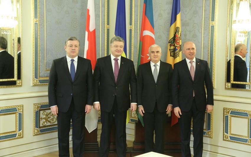 Ukrayna prezidenti GUAM-a üzv ölkələrin hökumət rəhbərləri ilə görüşüb