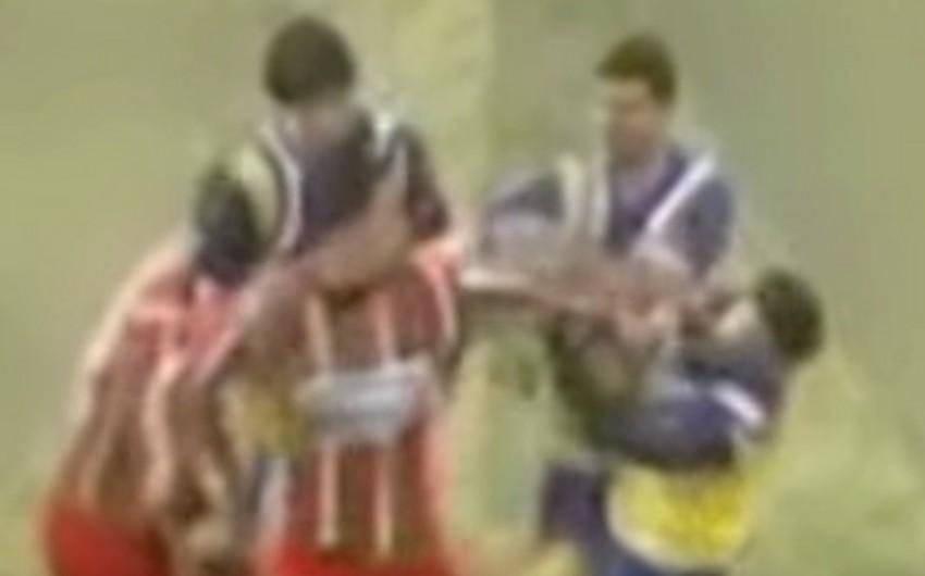 Argentinada oyun zamanı futbolçu döyülərək öldürülüb - VİDEO