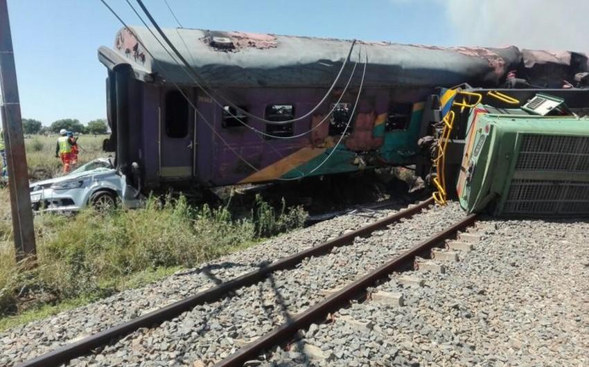 В результате столкновения двух поездов в столице ЮАР четверо погибли, пострадали 604 человека - ВИДЕО - ОБНОВЛЕНО