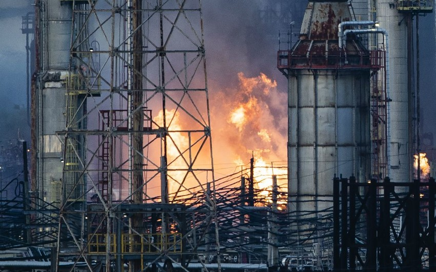 На нефтеперерабатывающем заводе на юго-западе Ирана вспыхнул пожар