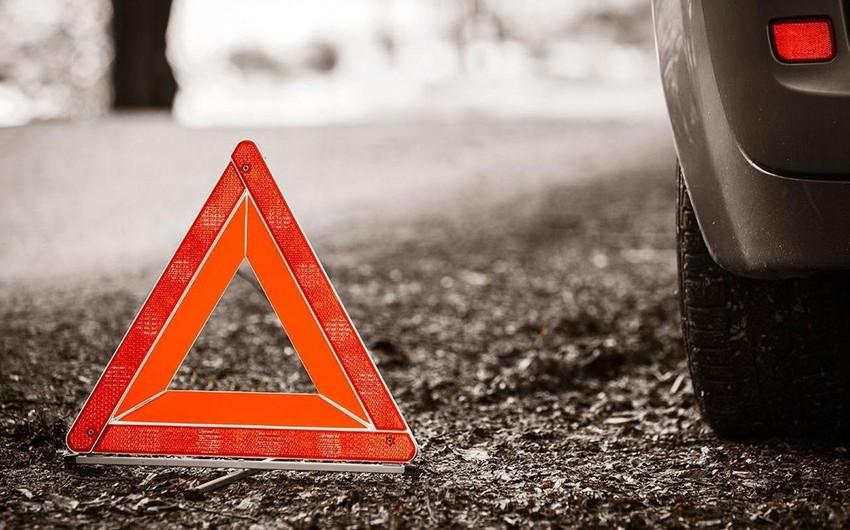 В Евлахе перевернулся автомобиль, есть пострадавшие