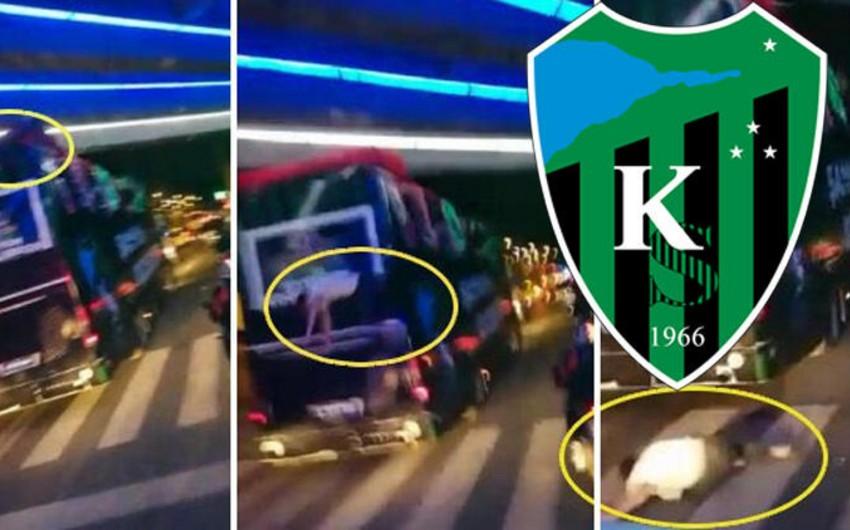 Türkiyə klubunun futbolçusu qələbə sevincini qeyd etdiyi vaxt avtobusdan yıxıldı