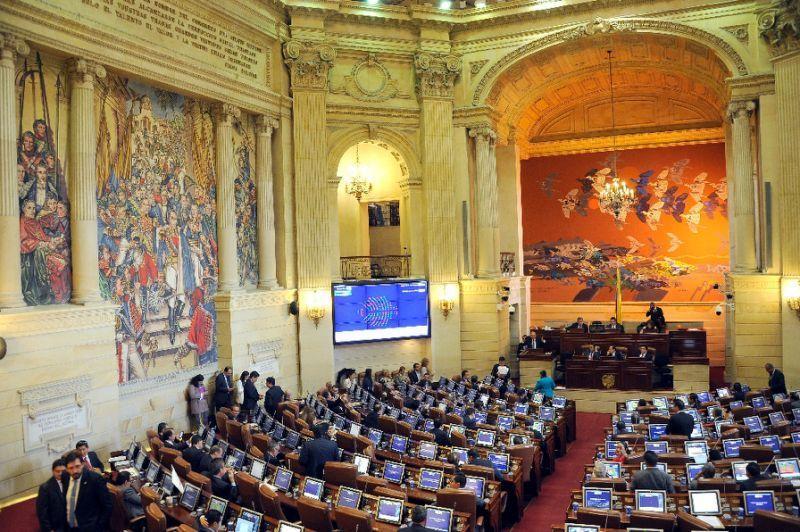Парламент Колумбии наградил азербайджанского дипломата орденом - ВИДЕО