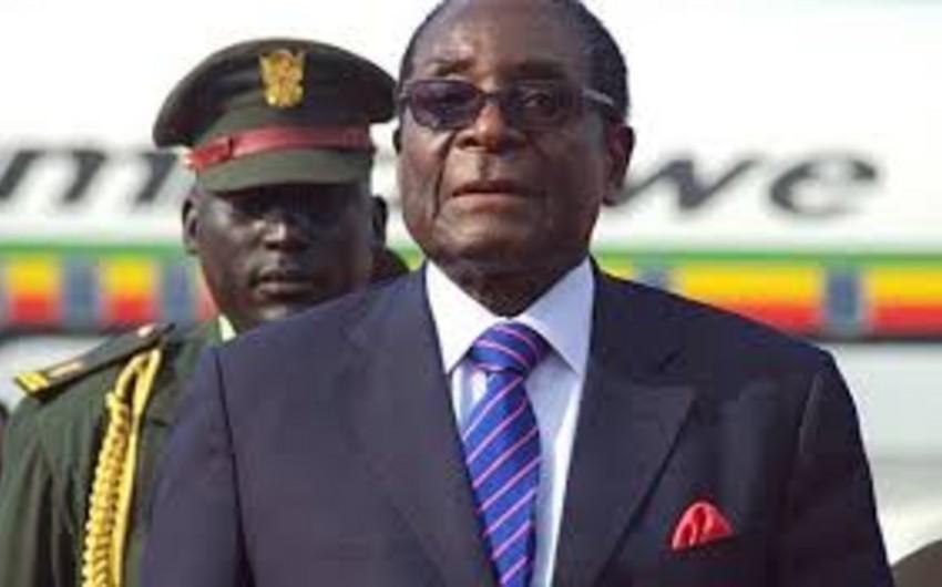 Zimbabvenin 92 yaşlı prezidenti səhhəti ilə bağlı yayılanları təkzib edib