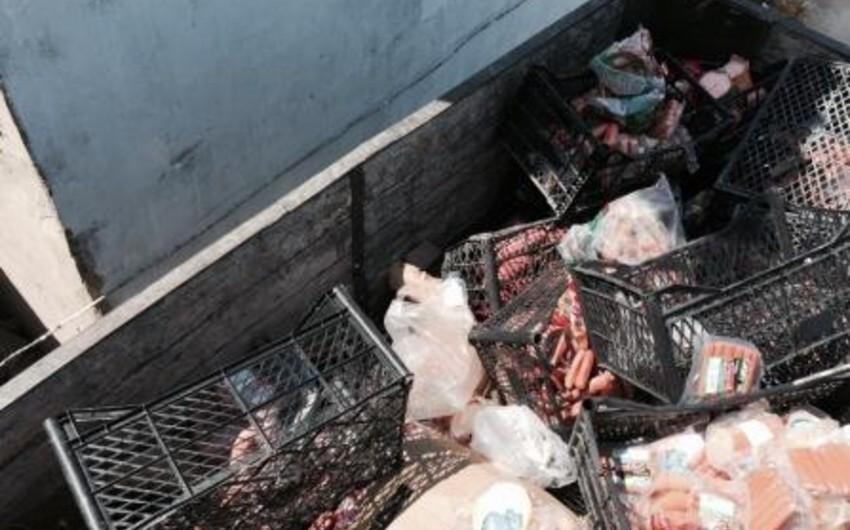 Sumqayıtda kiflənmiş kolbasa şadlıq evlərinə satılıb