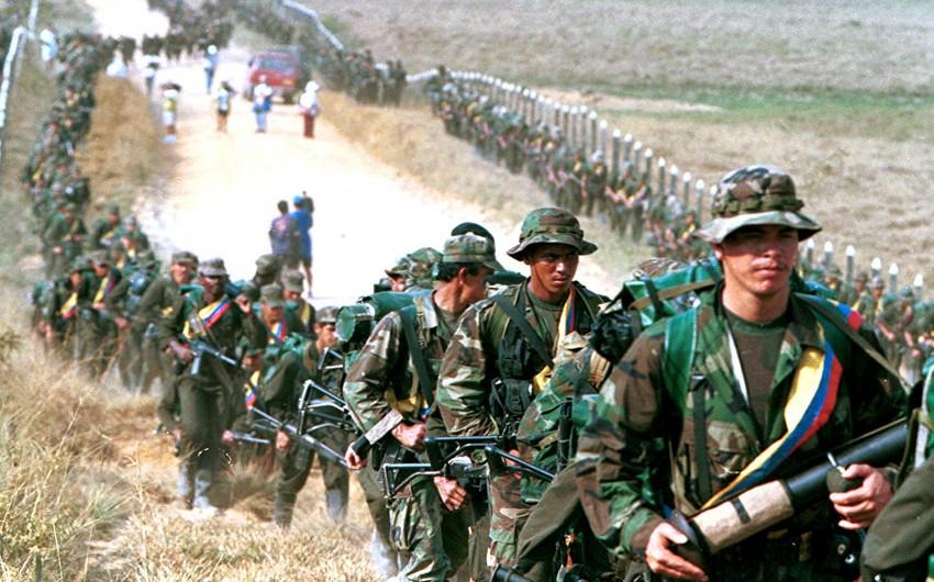 Kolumbiya prezidenti MAO üsyançıları ilə atəşkəs fərmanı imzalayıb