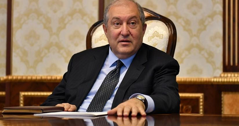 Президент Армении не стал увольнять главу Генштаба