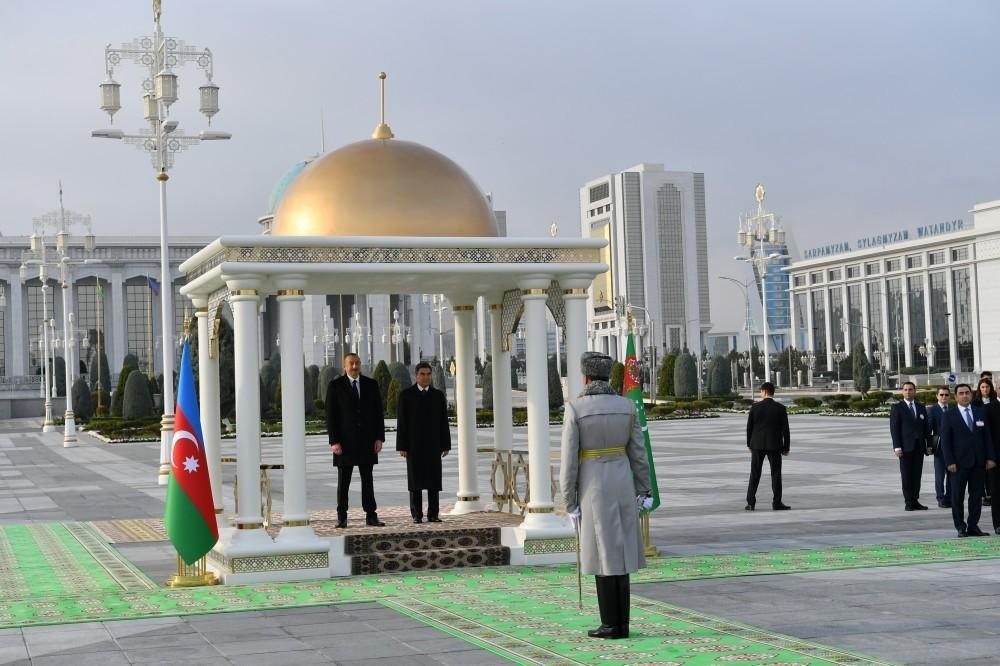 В Ашгабаде состоялась церемония официальной встречи президента Азербайджана