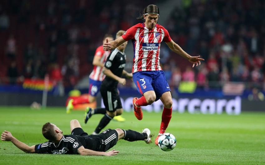 На матче с Карабахом футболист Атлетико получил травму