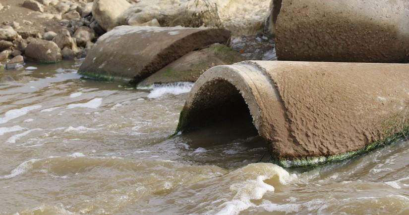 Министерство: В Баку миллионы кубометров сточных вод сливаются в Каспийское море