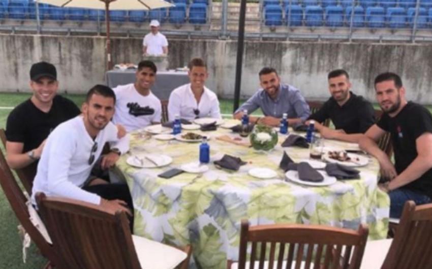 Zinəddin Zidan Real Madridin futbolçularına kabab qonaqlığı verib