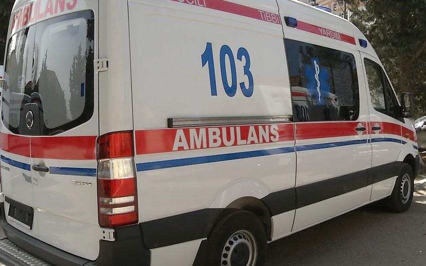 В Баку двухлетний ребенок упал с шестого этажа
