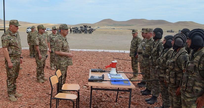 Закир Гасанов понаблюдал за выполнением военнослужащими учебных задач и стрельб