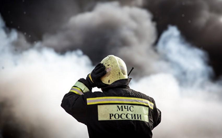 Rusiyada yaşayış binasında yanğın baş verib, 40 nəfər təxliyə edilib
