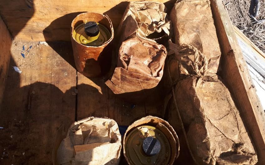 В Агдаме обнаружены брошенные противником боеприпасы