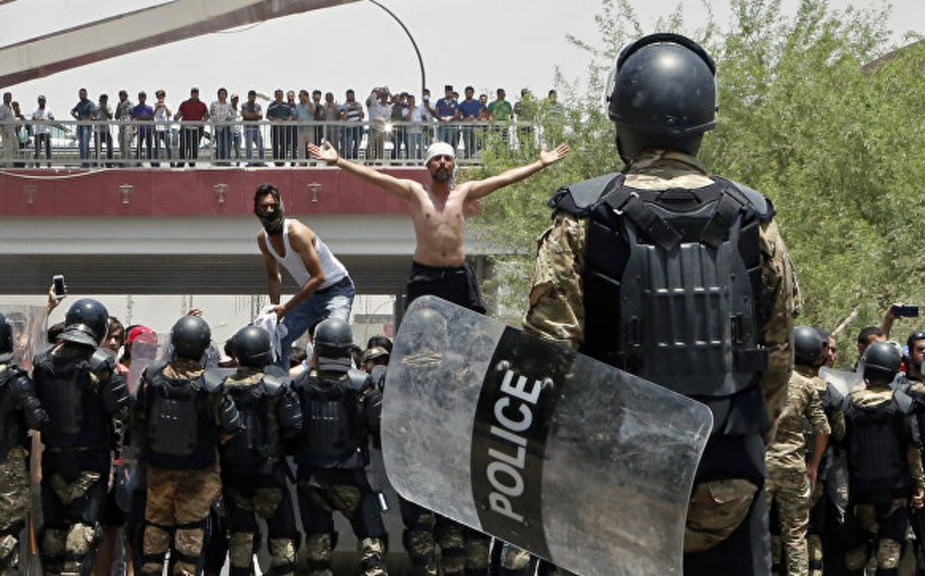 Baghdad: Two killed in clashes between demonstrators and police