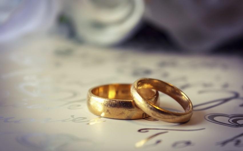 Həbsxanada evlənən ömürlük məhbus cəzasının yüngülləşdirilməsini istəyir