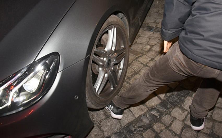 Bakıda avtomobil ahıl kişinin ayağının üstündən keçdi