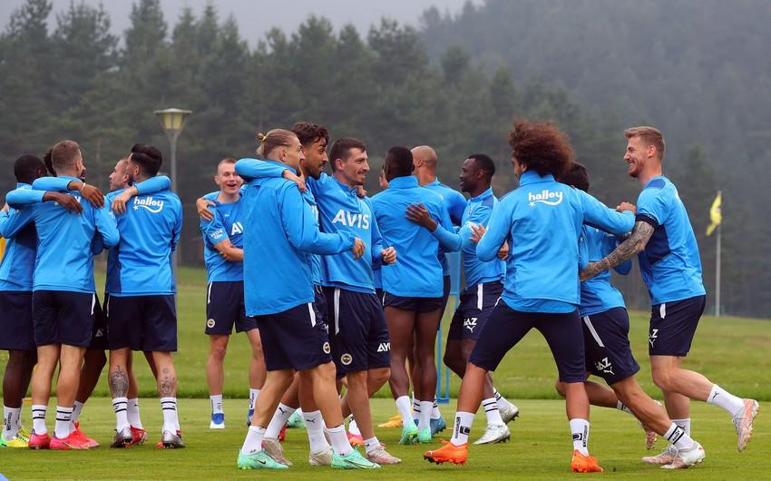 Fənərbağça 4 futbolçunu komandadan kənarlaşdırdı