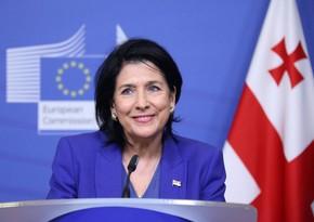 Gürcüstan prezidenti nənə olub
