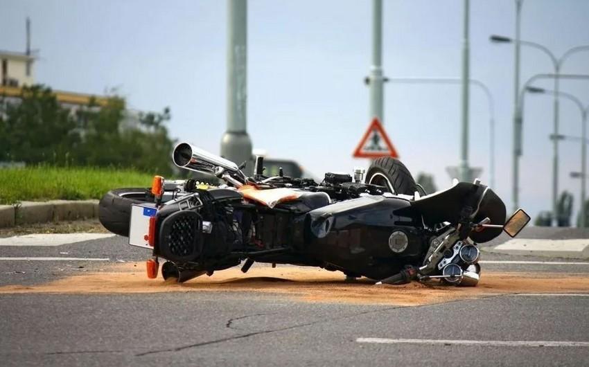 В Баку девушка-мотоциклист совершила ДТП