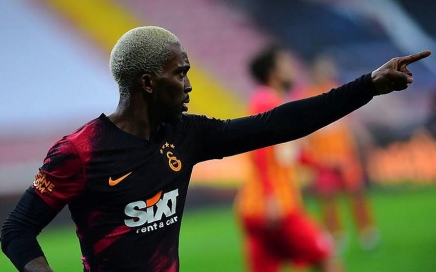 Olimpiakos Qalatasaraydan ayrılan futbolçunu transfer edir