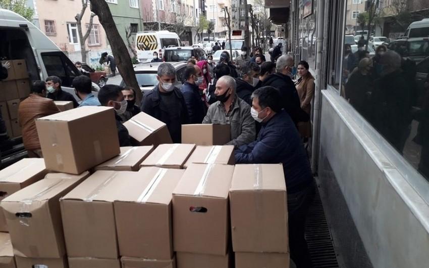 Diaspor Komitəsi İstanbulda yaşayan azərbaycanlı ailələrə yardım edib