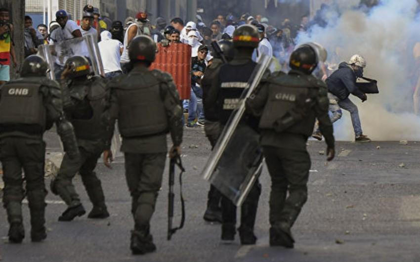 Kolumbiya rəsmisi: Venesuela ilə sərhəddə toqquşmalar zamanı 285 nəfər xəsarət alıb