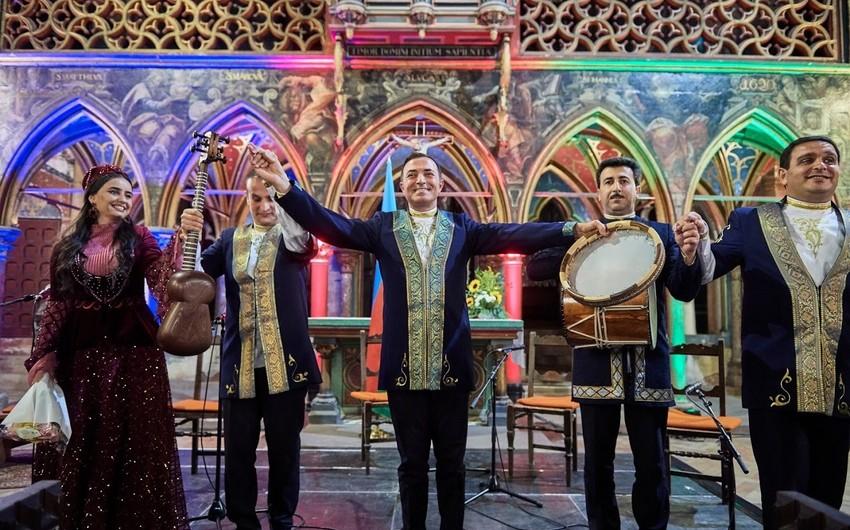 Strasburqda İmadəddin Nəsiminin 650 illiyi münasibətilə muğam konserti keçirilib