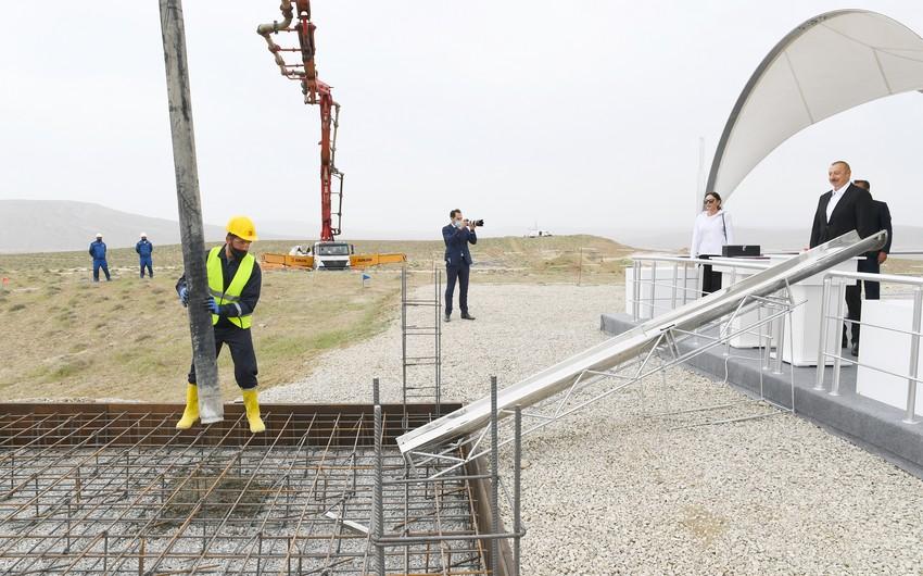 Ильхам Алиев иМехрибан Алиева приняли участие в закладке фундаментаТуристического комплекса грязевых вулканов
