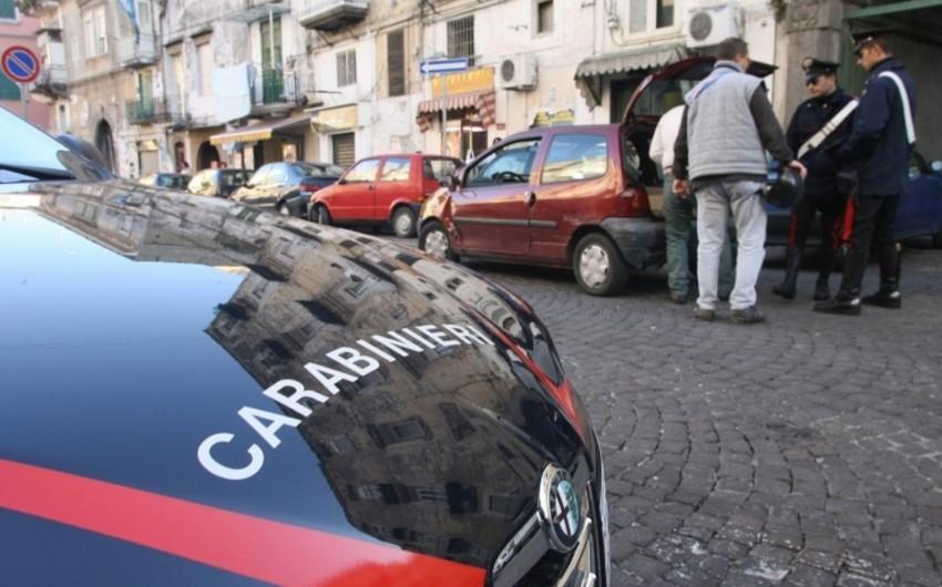 İtalyada polis həyat yoldaşını ağır yaralayıb və qızlarını girov götürüb
